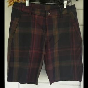 LULULEMON MENS DARK PLAID CASUAL SHORTS